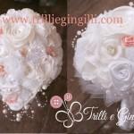 Bouquet a cascata bianco e rosa