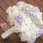Bouquet gioiello con rose bianche e lilla