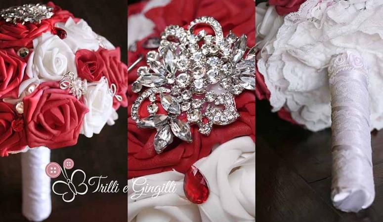 Bouquet gioiello con rose rosse e bianche