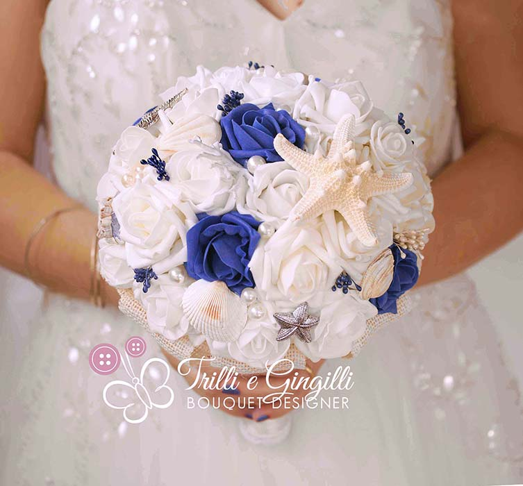 bouquet tema mare conchiglie rose blu bianche