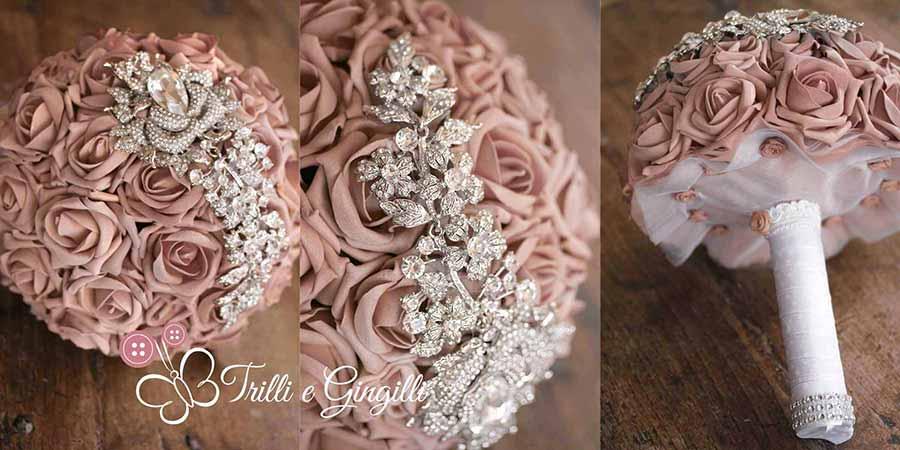 Bouquet gioiello con rose rosa cipria