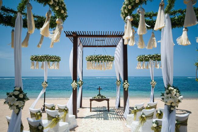 Altare in spiaggia per matrimonio a tema mare