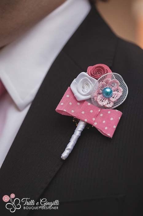 Bottoniera rosa per sposo