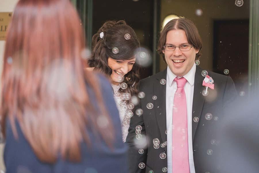 Bolle di sapone al matrimonio