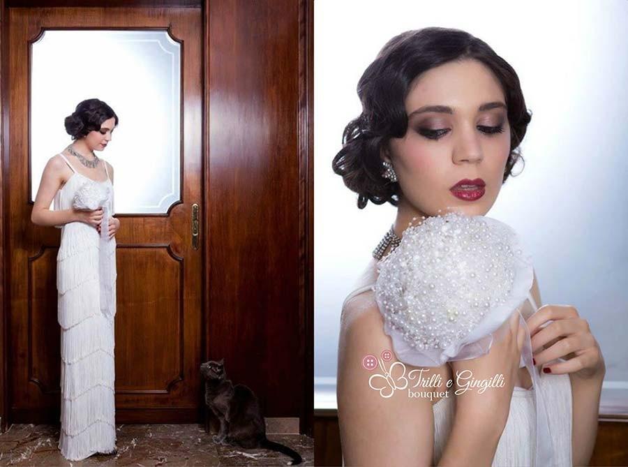 Sposa vintage anni 20 con bouquet di perle
