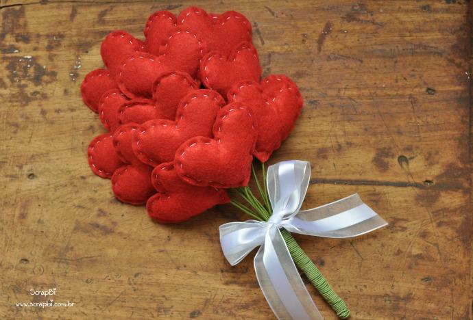 Bouquet di cuori rossi di feltro