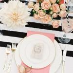Matrimonio a tema rosa e nero tavola e piatti