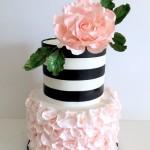 Torta cake design rosa e nera a righe