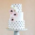 Torta cake design rosa e nera con cuori