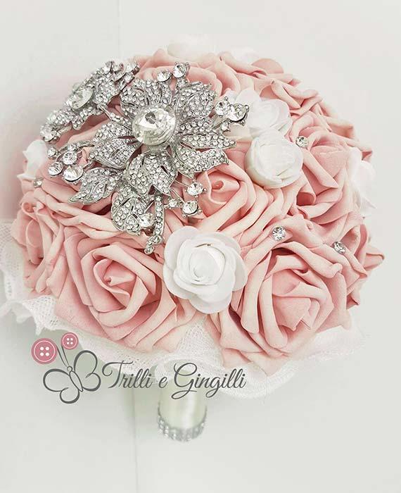 bouquet di rose rosa cipria gioiello