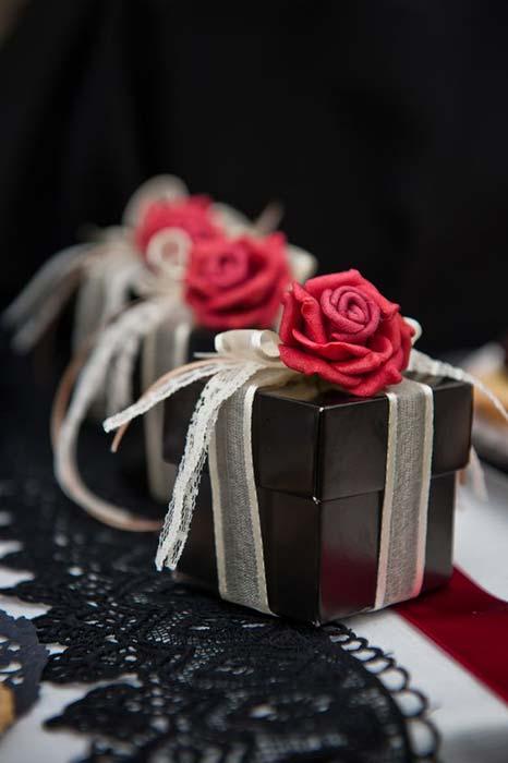 bomboniere con rosa rossa