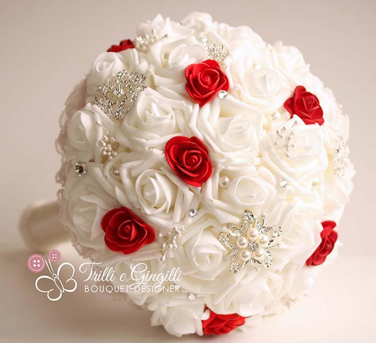 Bouquet Sposa Rose Bianche E Rosse.Foto Bouquet Sposa Di Rose Rosse Questi Sono Di Tendenza
