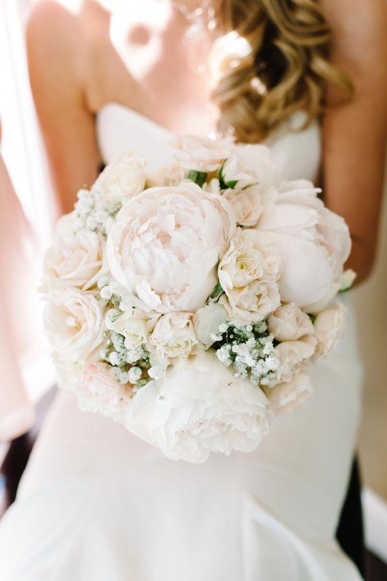 bouquet bianco di peonie