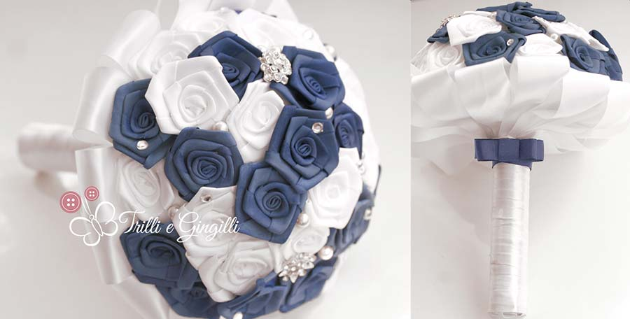 Bouquet blu di rose di raso