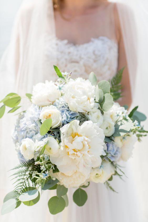 bouquet peonie bianco e azzurro