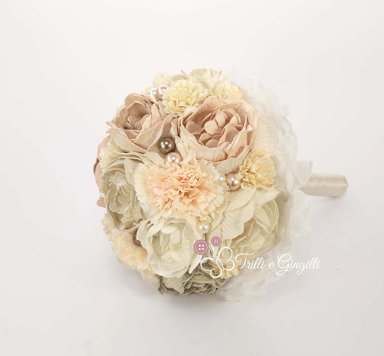 bouquet con perle e peonie e rose
