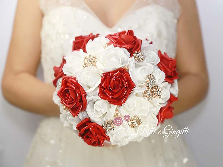 bouquet rose rosse e bianche e oro