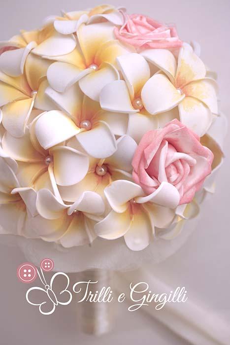 bouquet frangipani e rose