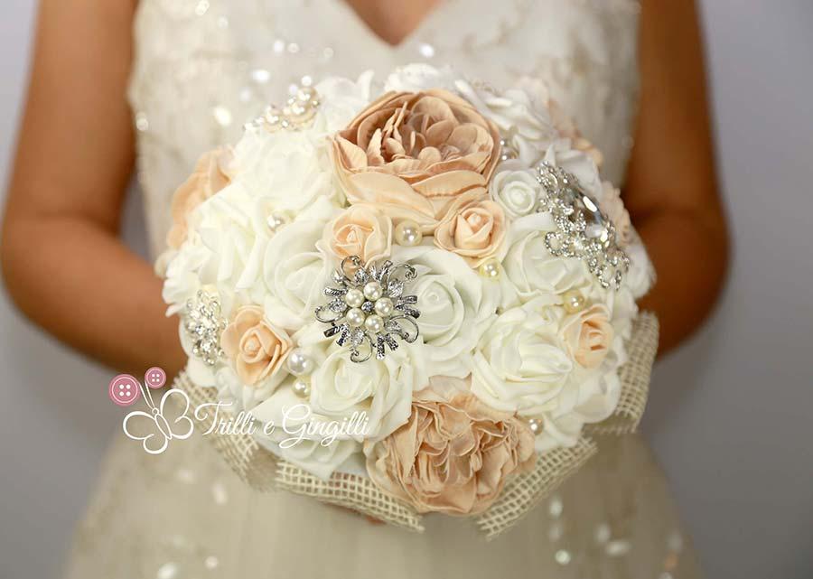 bouquet gioiello di peonie e rose cipria e bianche