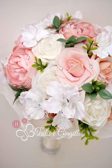 bouquet di rose e peonie e ortensie