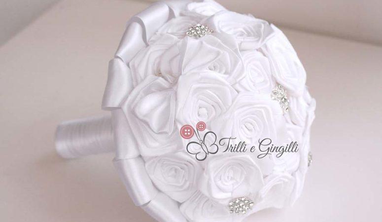 Bouquet sposa di rose bianche: ecco i dettagli da inserire per renderlo unico!
