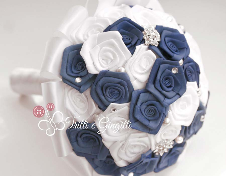 bouquet rose stoffa raso blu