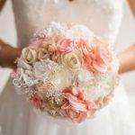 Bouquet di stoffa bianco e rosa
