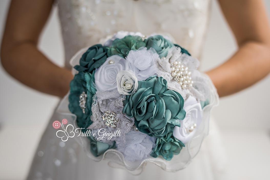 Bouquet di stoffa bianco e blu