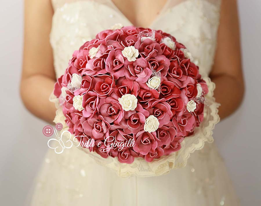 bouquet roselline rosse e bianche