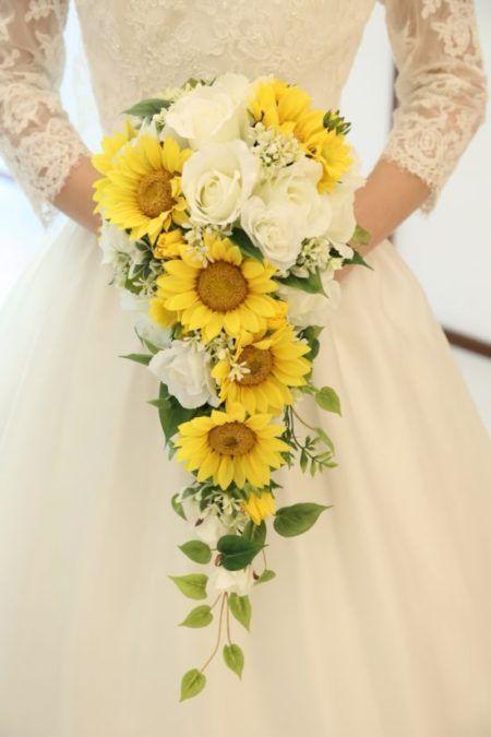 bouquet sposa girasoli e rose bianche a cascata
