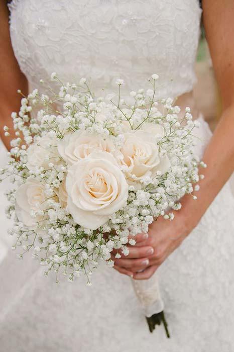 bouquet sposa rose bianche gypsophila