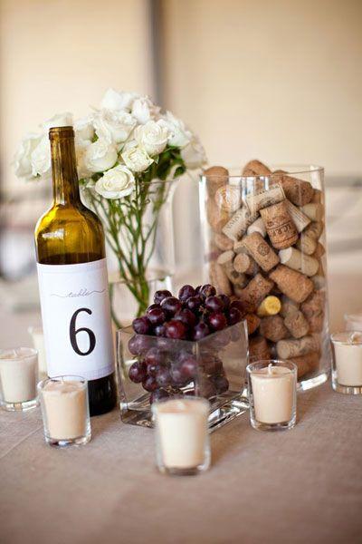 matrimonio tema vino centrotavola con tappi di sughero