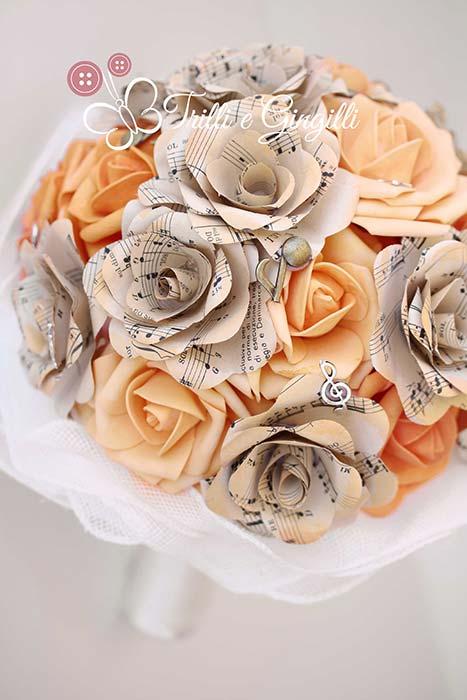bouquet sposa di fiori finti di carta