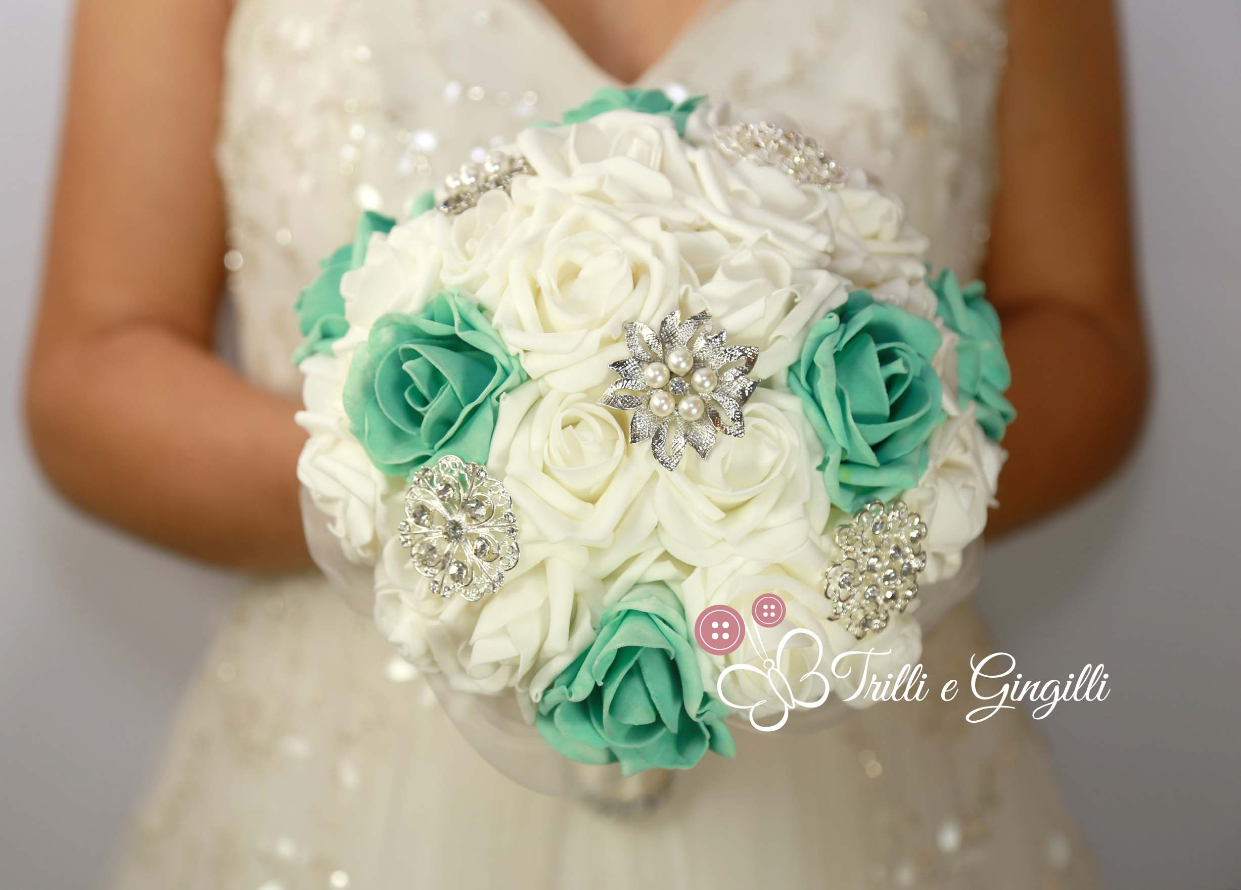 Bouquet Sposa Tiffany.Bouquet Di Rose Tiffany E Bianche Con Spille Gioiello Trilli E