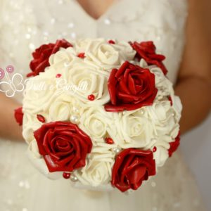 bouquet rose rosse e bianche