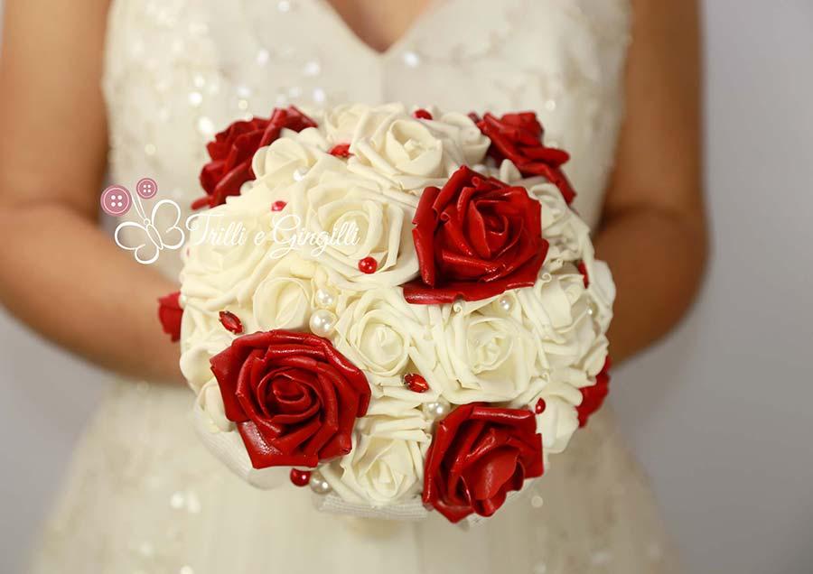 bouquet promessa matrimonio rose rosse bianche