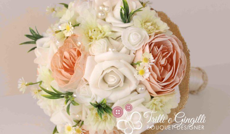 Bouquet da sposa con fiori piccoli: questi sono delicati ed eleganti