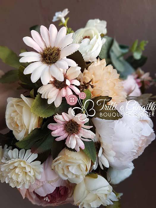 bouquet di fiori campo con margherite
