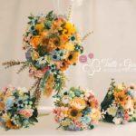 bouquet di fiori di campo con margherite e girasoli