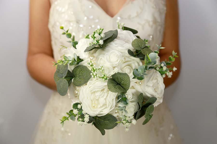 bouquet sposa fiori piccoli gypsophila