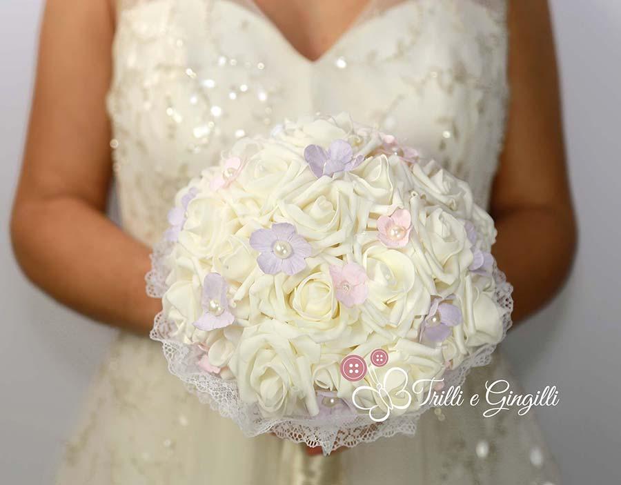 bouquet sposa con rose e fiorellini