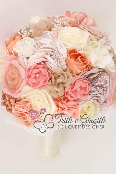 bouquet sposa fiori piccoli rose stoffa