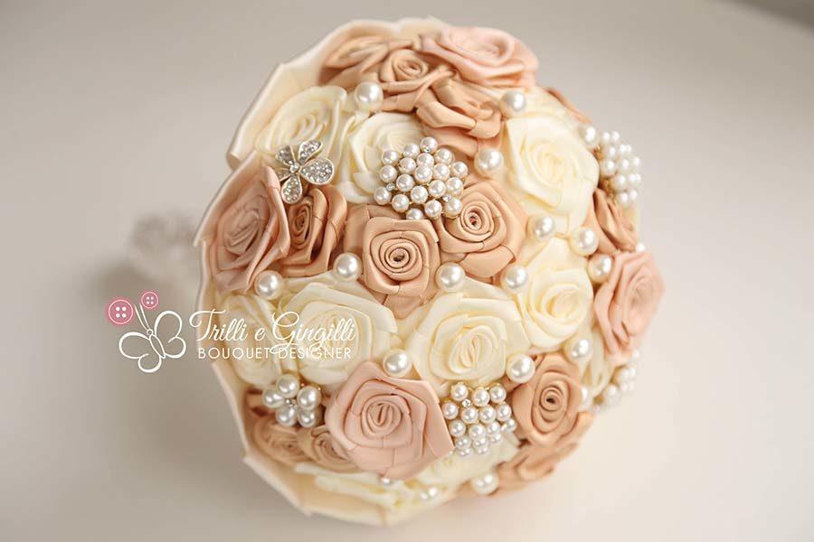 bouquet sposa rose raso beige