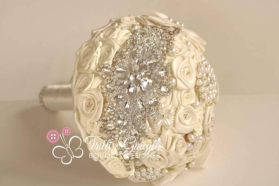 bouquet sposa rose raso bianco gioiello