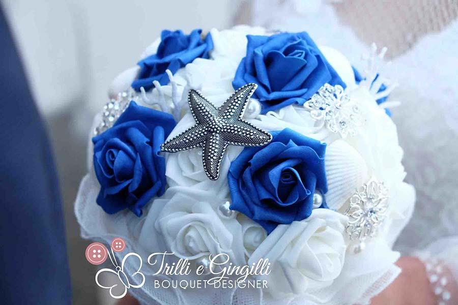 bouquet tema mare bianco e blu stella marina