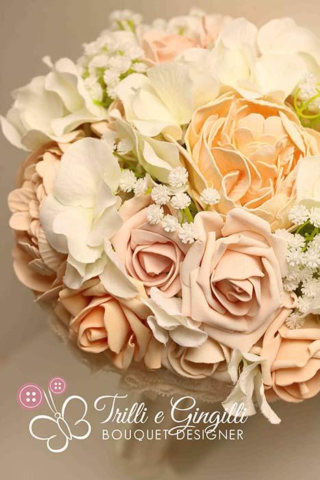 bouquet matrimonio romantico di rose peonie gypsophila