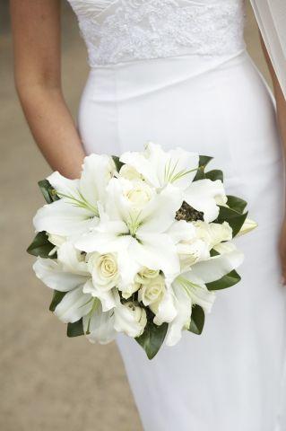 bouquet sposa classico con gigli e rose