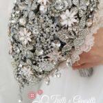 Bouquet con spille gioiello a goccia