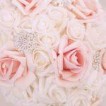Bouquet bianco e rosa spille gioiello