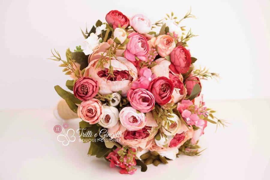 Bouquet sposa boho lampone peonie ranuncoli